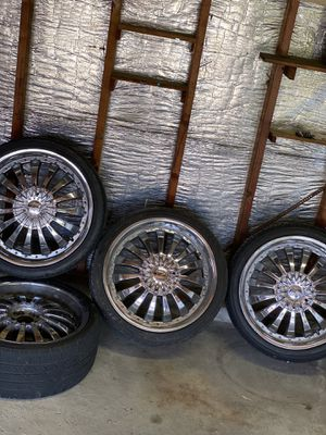 20inch rims with tire for Sale in Maple Heights, OH