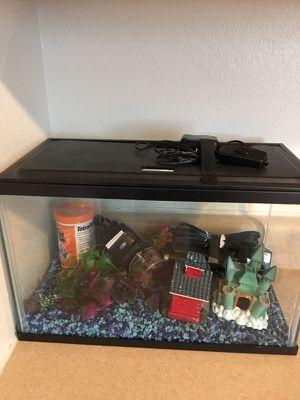 Starter fish tank for Sale in Fort Leonard Wood, MO