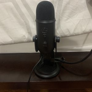 Yeti Microphone with Pop Filter and Stand for Sale in Miami, FL