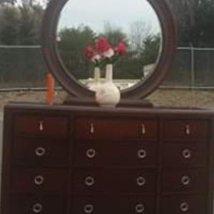 REAL WOOD DRESSER WITH BIG MIRROR EXCELLENT CONDITION for Sale in Fairfax, VA