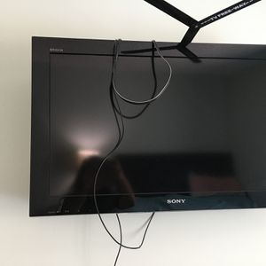 Tv .SONY. 32 Like New 2 Months Only for Sale in Port St. Lucie, FL