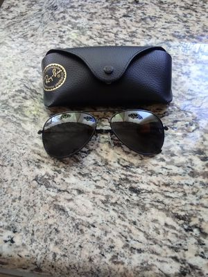 Aviator classic black raybans for Sale in Hemet, CA