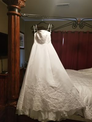 Wedding dress with 8ft train and Veil for Sale in Philadelphia, PA