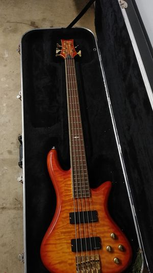 5 string bass excellent condition for Sale in Woodburn, OR