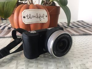 Camera Sony A5000 20.1MP 4K HDMI mirrorless 16-50mm Excellent condition for Sale in Miami, FL