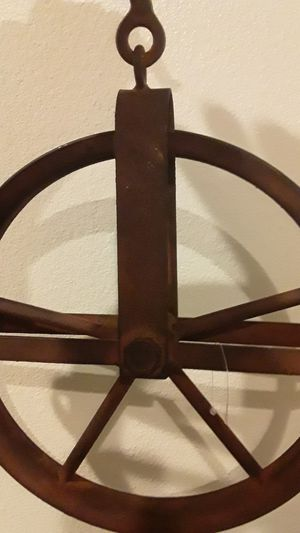 Brand new gorgeous Farmhouse metal rustic pulley great decor for any Farmhouse decor for Sale in Oviedo, FL