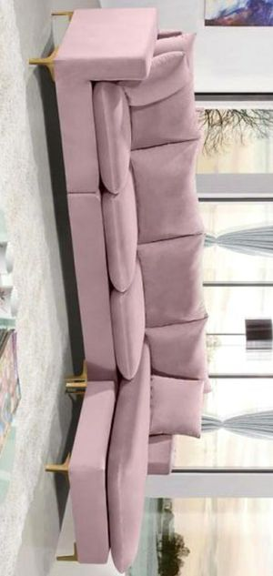 New /Naomi Velvet Pink Reversible Sectional for Sale in Silver Spring, MD