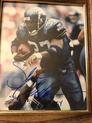 Shaun Alexander autographed 8 x 10 for Sale in Pasco, WA