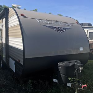 Wildwood Travel Trailer By Forest River for Sale in Fulshear, TX