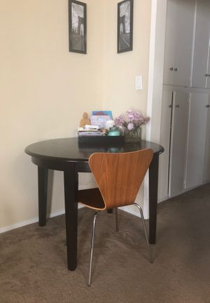 Perfect Kitchen Table and 4 Chairs for Sale in Los Angeles, CA
