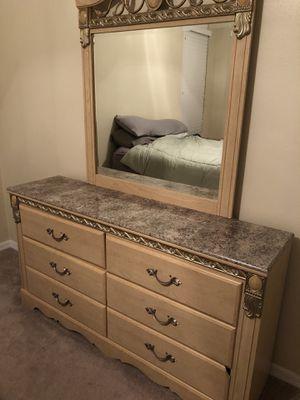 Dresser and Mirror for Sale in Orlando, FL