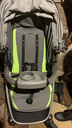 Car seat & stroller set & base for Sale in Grand Rapids, MI