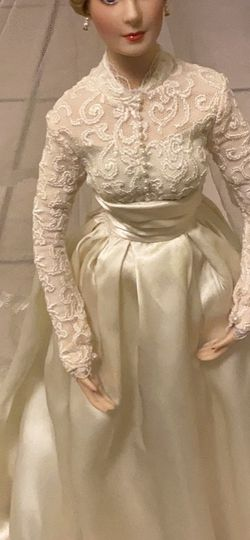 Grace Kelly Wedding Doll for Sale in Elgin,  IL