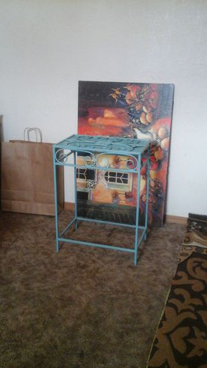 SOLID METAL PLANT STAND for Sale in Spokane, WA