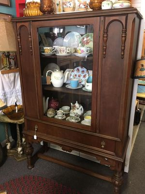 Antique curio cabinet for Sale in Margate, FL