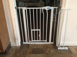 Carlson Walk Thru Gate with Pet Door for Sale in Long Hill, NJ