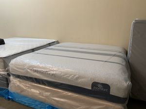 New king serta I Comfort blue 300 plush mattress and free box spring for Sale in Altamonte Springs, FL