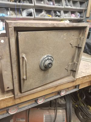 Yale safe for Sale in Mount Vernon, WA