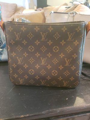Louis Vuitton hand bag for Sale in Hopatcong, NJ