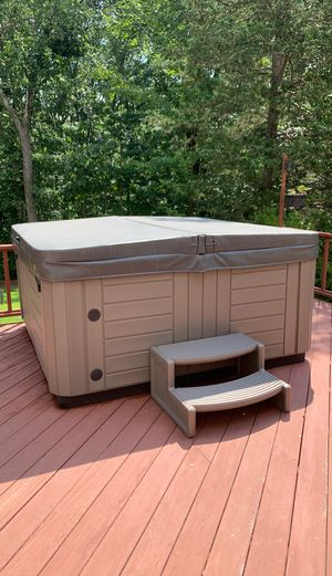 Master spa hot tub for Sale in North Haven, CT
