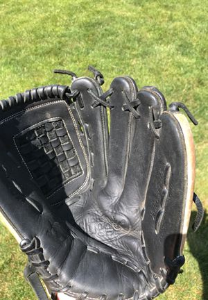 Louisville Slugger Xeno fastpitch softball glove mitt 12.5 inch pattern for Sale in Tinley Park, IL