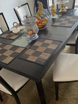 Dining Room Table And 6 Chairs for Sale in St. Louis,  MO