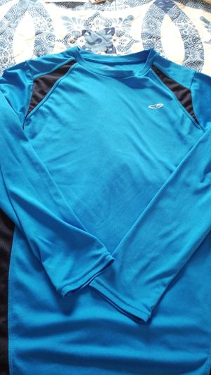 Champion duo dry workout top for Sale in Buffalo, NY
