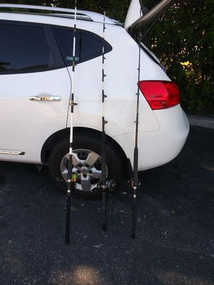 3 rods and reel for Sale in Miami, FL