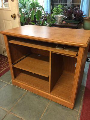 Small computer desk for Sale in Dallas, TX