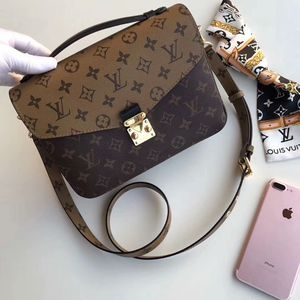 Louis Vuitton Metis Bag Check Description for Sale in Chicago, IL
