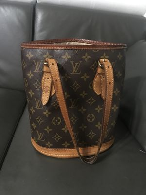 Louis Vuitton bag for Sale in Hallandale Beach, FL