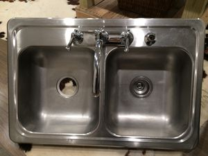STAINLESS STEEL KITCHEN SINK WITH FAUCET. (SINK A) for Sale in Dallas, TX