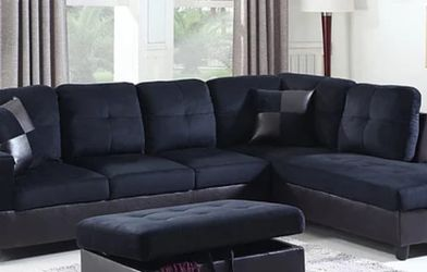 Beautiful Sectional And Ottoman for Sale in Spanaway,  WA