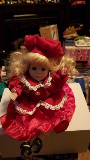 Christmas doll collection music head move for Sale in Newark, NJ