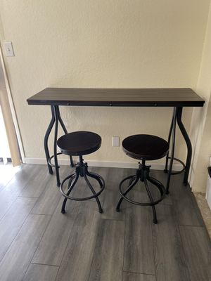 Bar table with stools for Sale in Fresno, CA