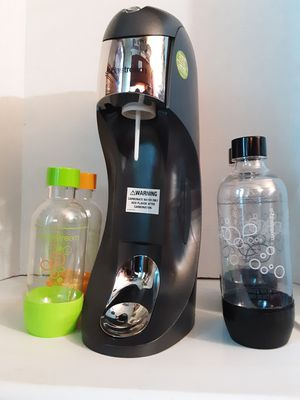 SodaStream Soda Maker with Bottles & Co2 Carbonator for Sale in Shelbyville, TN