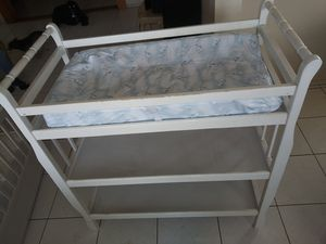 White. Changing table with pad for Sale in Montebello, CA