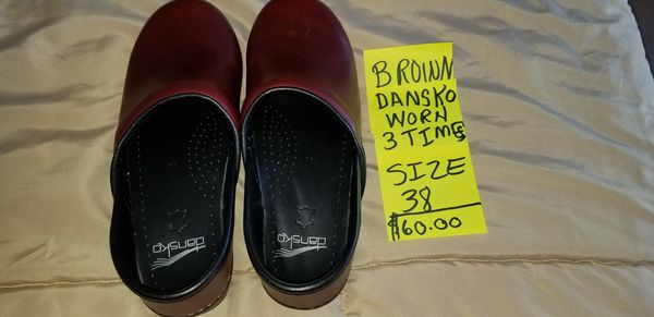 Dansko shoes, excellent conditions only worn 3 times. Size 8,Nursing shoes