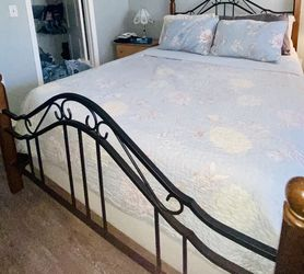 Queen Bed Set for Sale in Tampa,  FL