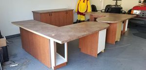 2 desk with 6 chair for FREE for Sale in Phoenix, AZ