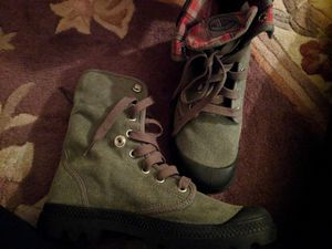 Combat boots young girls size US 7 new for Sale in Leesburg, VA