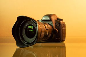 Canon 5D Mark III - with lens' for Sale in Los Angeles, CA