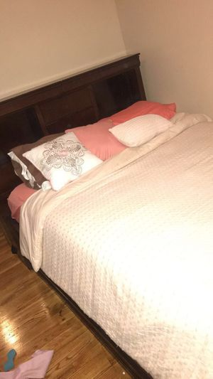 Queen size Bedroom set with flat screen! $300‼️ for Sale in East Hartford, CT