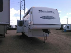 2007 Fifth Wheel Camper RV Montana Mountaineer. for Sale in Little Falls, MN