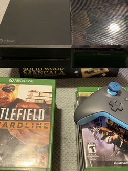 XBOX One (ORIGINAL) Includes Microsoft Controler & 15 Games for Sale in Quincy,  MA