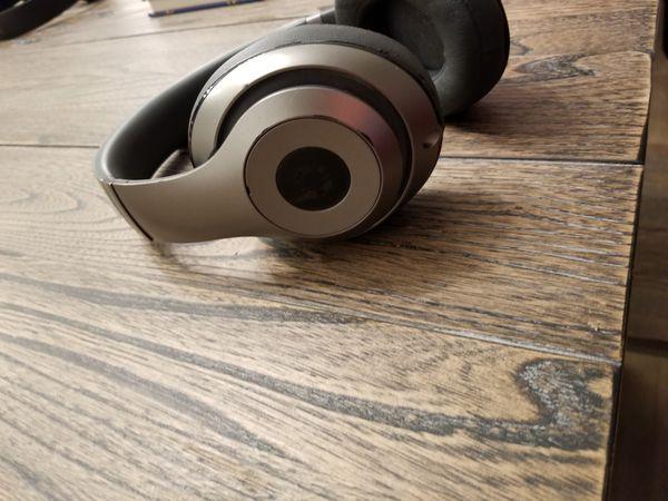 2 Beats studio 3 wireless headphones