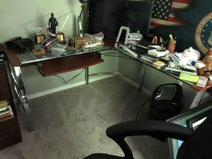 Corner desk for Sale in Springfield, VA