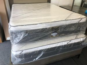 Queen pillow top mattress with box for Sale in Rialto, CA