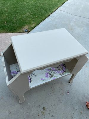 Antique night stand or end table for Sale in Bakersfield, CA