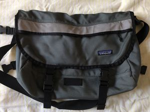 PATAGONIA ~ SAGE GREEN VINTAGE MESSENGER BAG ~ MADE IN USA for Sale in Santa Clarita, CA